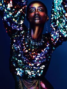 Crystal Noreiga & Krusha Lamar are styled by Kim Howells in 'All That Glitter', lensed by Andrew Yee for Hunger Magazine by Nick Irwin; makeup by Marco Antonio Editorial Fashion, Fashion Art, Fashion Models, Wild Fashion, Glitter Fotografie, Editorial Photography, Fashion Photography, Photography Poses, Foto Fantasy