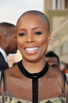 Baddies: 13 Ladies in Hollywood That Look Gorgeous Bald Short Layered Haircuts, Haircuts For Long Hair, Girl Haircuts, Hairstyles Haircuts, Cool Hairstyles, Men's Hairstyle, Medium Hairstyles, Wedding Hairstyles, Natural Hair Short Cuts