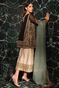 64 Ideas For Embroidery Designs Fashion Indian Wedding Ideas Pakistani Party Wear Dresses, Shadi Dresses, Pakistani Wedding Outfits, Pakistani Dress Design, Bridal Outfits, Indian Dresses, Indian Outfits, Influencers Instagram, Plus Sise