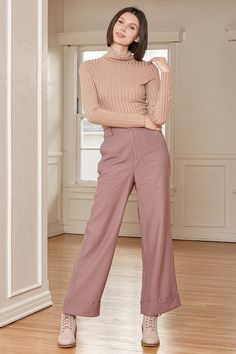 Pink Pants Outfit, Purple Pants, Cute Business Casual, Stylish Work Outfits, Work Dresses For Women, Dusty Purple, Professional Outfits, Fashion Pants, Fashion Outfits