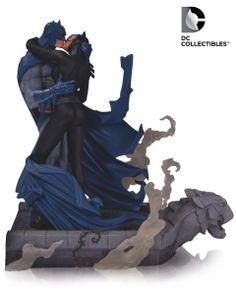 DC Comics Batman & Catwoman Hush Kiss Statue