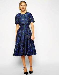 Discover midi dresses with ASOS. A collection of printed midi dresses and midi tea dresses to suit every style & occasion. Plus Size Cocktail Dresses, Formal Cocktail Dress, Midi Cocktail Dress, Dress Formal, Formal Wear, Prom Dress, Trendy Dresses, Nice Dresses, Dresses 2014