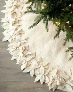 Love Felt Tree skirt with white pointsettas