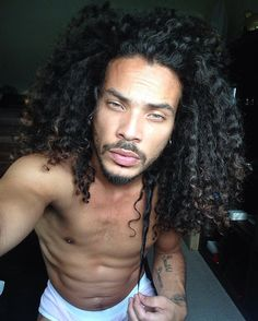 natural curly hair men / curl power / Dennis Jean / long curly hair for men / natural beauty / curl power / free the curls (Mix Boys Afro) Gorgeous Black Men, Beautiful Men, Curly Hair Styles, Natural Hair Styles, Natural Beauty, Haircuts For Men, Haircut Men, Curly Haircuts, Long Hairstyles