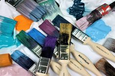Have you ever wanted a chalk paint that would produce a smooth finish easily with the added bonus that it did not require sealing? If so, Vintro No Seal Chalk Paint is for you. Distressing Chalk Paint, Synthetic Brushes, Flat Brush, Easy Paintings, Free Coloring, Brush Strokes, Decorating Your Home, Painted Furniture, Cleaning Wipes