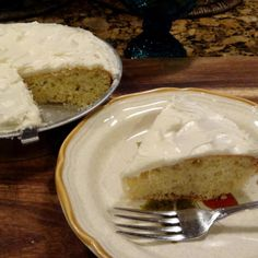 One Layer White Cake - a good 'go-to' when you need a quick dessert. Quick Easy Desserts, Just Desserts, Delicious Desserts, Dessert Recipes, Yummy Food, Frosting Recipes, Cheesecake Recipes, Cupcake Recipes, Pie Recipes