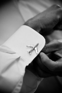 Cute wedding gift to give your groom! Cufflinks that reflect something he likes or does. Der Gentleman, Gentleman Style, Aviation Wedding, Pilot Wedding, Airplane Photography, White Photography, Groom Cufflinks, Pilot Gifts, Wedding Gifts