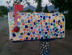 Mosaic Diy, Mosaic Garden, Mosaic Crafts, Mosaic Tiles, Mosaic Projects, Art Projects, Tiffany Nelson, Outdoor Life, Outdoor Decor