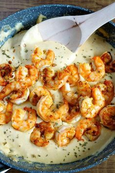 30 Minute Cheesy Garlic Shrimp Alfredo Shrimp Alfredo: A cheesy, garlick-y delicious pasta packed with shrimp, and an easy homemade Alfredo. This easy shrimp Alfredo pasta is a family favorite for a reason. Fish Recipes, Seafood Recipes, Cooking Recipes, Recipes With Shrimp, Meals With Shrimp, Garlic Shrimp Recipes, Shrimp Dinner Recipes, Healthy Recipes, Cheesy Pasta Recipes