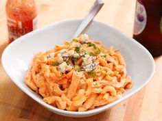 What happens when Buffalo chicken meets mac and cheese? This quick and easy pasta is what. Break Out the Comfort Food: Buffalo Chicken Mac and Cheese Buffalo Chicken Macaroni And Cheese Recipe, Buffalo Mac And Cheese, Chicken Pasta Recipes, Mac Cheese, Macaroni Cheese, Blue Cheese, Buffalo Food, Cheddar Cheese, Cooking Chicken To Shred