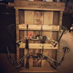 Our DIY bow rack from pallet wood. But I'd flip the bows to protect the strings Bow Rack, Bow Hanger, Unique Home Decor, Home Decor Items, Hunting Guns, Crossbow Hunting, Wooden Bow, Pallet Art, Pallet Ideas