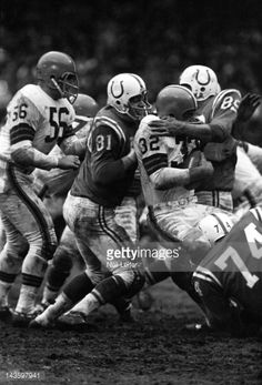 Cleveland Browns Jim Brown in action vs Baltimore Colts Ordell Braase and Gino Marchetti at Cleveland Municipal Stadium. Nfl Football Games, Football Photos, Football Boys, Cleveland Browns History, Nfl Cleveland Browns, Alabama College Football, Notre Dame Football, Nfl Championships, Championship Game