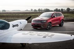 The Jeep Grand Cherokee SRT defeats Aerobatic Twister Plane in a Land vs Air Hot…
