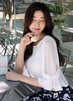 Korean Women`s Fashion Shopping Mall, Styleonme. Sleeves Designs For Dresses, Sleeve Designs, Queer Fashion, Korean Fashion, Blouse Styles, Blouse Designs, Couture Dresses, Fashion Dresses, Sewing Blouses