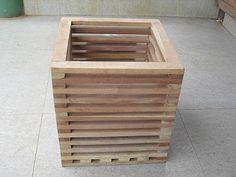 Resultado de imagem para cachepot sextavado  madeira Furniture Plans, Outdoor Furniture, Outdoor Decor, Homestead Gardens, Urban Homesteading, Wood Planters, Garden Planning, Wood Pallets, Container Gardening