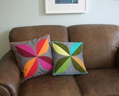 Yes, even a beginner can make this pieced four leaf pillow cover! Trust me, it's not as hard as it looks. Two words: no zip...