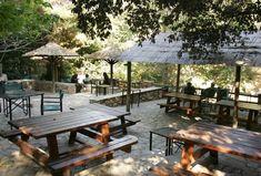 ΕΞΟΔΟΣ | Οι πιο καταπράσινοι καφέδες της Αθήνας Outdoor Furniture, Outdoor Decor, Islands, Greece, Places To Visit, Patio, City, Beach, Home Decor