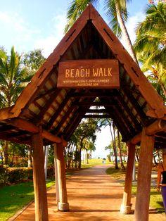 Walk along the coast of the Coral Sea on the beach walk! Australia Country, Queensland Australia, Australia Travel, Backyard Beach, Holiday Destinations, Travel Destinations, Kangaroo Island, Airlie Beach, Cruise Port