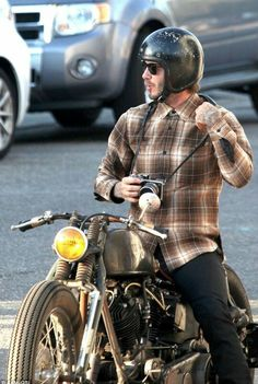 He was recently the scorn of Sir Alex Ferguson, but David Beckham is looking at life through a different lens - literally. The football star, was seen taking photographs while sat on a motorcycle in the Venice Beach area of Los Angeles, yesterday. Bobber Motorcycle, Moto Bike, Motorcycle Style, Biker Style, Classic Motorcycle, Estilo Cafe Racer, Cafe Racer Style, David Beckham Style, Custom Motorcycles