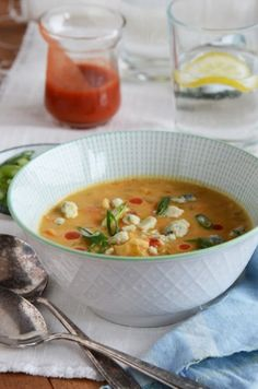 Buffalo Wing Chowder - Who doesn't like buffalo wings ?  This hot & hearty Buffalo Wing Chowder is just the thing to complement any meal or as the main dish.   Serve with a nice cool salad or a delicious Panini ..  Recipe @ http://greatsoupsrecipes.com/2013/04/buffalo-wing-chowder/