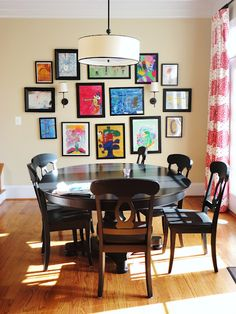breakfast nook/children's art gallery. Love the way the images are hung together!