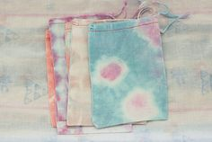Tye Dye Bags from Chicago Waldorf School Sewing Crafts, Diy Crafts, Sewing Tutorials, Tie Dye Bags, Muslin Bags, Textiles, Produce Bags, Fabric Painting, Homemade Gifts
