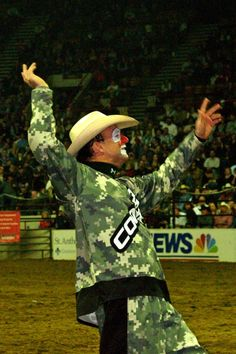 Flint Rasmussen entertaining the crowd. Flint Rasmussen, Cowgirl Pictures, Bucking Bulls, Rodeo Cowboys, How Bout Them Cowboys, 8 Seconds, Rodeo Queen, Rodeo Life, Bull Riders