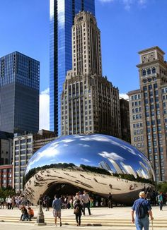 Never really knew how to picture this until now... lol #divergent #futurechicago The Bean! #Chicago Sir Anish Kapoor Cloud Gate 2004 - 2006