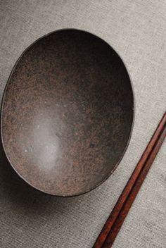 岩崎晴彦「楕円鉢(中・茶)」の詳細ページです。