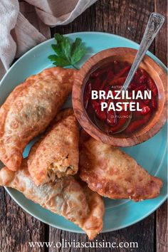 Brazil's most popular street food, Brazilian Pastel, is a treat you will never forget! Crispy, deep fried and bursting with delicious fillings. Easy Cooking, Cooking Recipes, Healthy Recipes, Brazilian Dishes, Brazilian Recipes, Brazilian Pastel Recipe, Brazil Food, Brazil Brazil, Brazillian Food