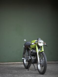 Fantastic shot. Cafe racer culture is producing great photos...
