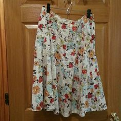 """Cabi Midi Skirt Size 14 Greta springy skirt with a really cute pattern. Skirt is 25"""" long. CAbi Skirts Midi"""