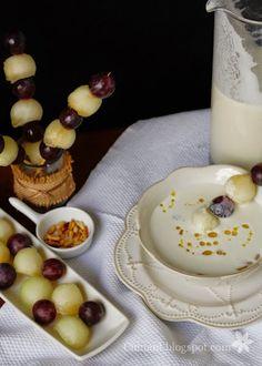 El Ajoblanco es una sopa fría muy popular de la cocina andaluza típica de Málaga, Córdoba,Granada, Almeria. se dice que tiene su origen ...