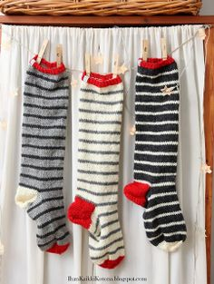 Knitted Christmas Stockings (colors for j stocking) Crochet Socks, Knitting Socks, Knit Crochet, Knit Socks, Knitting For Kids, Knitting Projects, Knitting Patterns, Knitting Ideas, Knitted Christmas Stockings