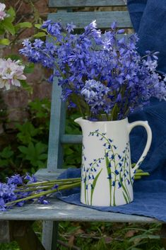 Bluebell Farmhouse Jug from the bluebell range which is hand painted by Hannah Berridge Unusual Flowers, Beautiful Flowers, Pottery Painting Ideas Easy, Photo Bouquet, Blue Bell Flowers, Little Gardens, Floral Theme, Flower Aesthetic, Pottery Mugs