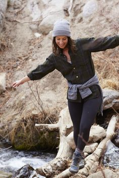 Hiking caydie mccumber photography style in 2019 hiking Christian Dior, Trekking Outfit, Outdoorsy Style, Outdoor Fashion, Outdoor Clothing, Hiking Fashion, Foto Pose, Leggings, Outdoor Outfit