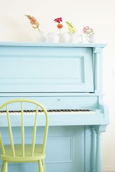 It's all about finding the perfect spot for spring flowers and blue painted pianos! #upright #painted #decor