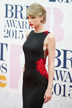 Taylor Swift in Roberto Cavalli Atelier custom dress, Charlotte Olympia shoes and Lorraine Schwartz jewels – 2015 #BRIT Awards @robertocavalli @colympia