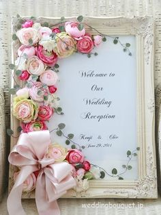 Like this idea to decorate a plain photo or picture frame! Flower Crafts, Diy Flowers, Paper Flowers, Wedding Flowers, Flower Frame, Flower Boxes, Diy Wedding, Wedding Gifts, Wedding Centerpieces