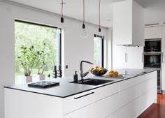 Modernt kök. Modell: Solid, Färg: White velvet   NordDesign Kök Kitchen Island, Design, Home Decor, Island Kitchen, Decoration Home, Room Decor, Home Interior Design, Home Decoration