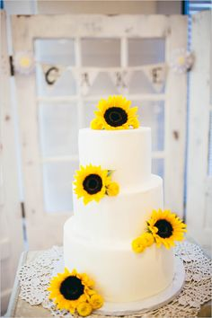 sunflower topped wedding cake @weddingchicks