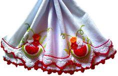 Guardanapo em sacaria de primeira linha (próprio para panos de prato)  44x74cm de tamanho (sem o crochê,pois varia em cada modelo) Bico e melancia feita em crochê e bordado a mão Prazo de entrega a combinar R$ 35,90