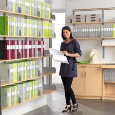 Duża oferta mebli do przechowywania dostępna online w AJ Produkty. Regały biurowe, szafy i półki, a także regały z przegródkami to kilka z wielu rozwiązań do przechowywania ułatwiających firmom organizację biura. http://www.ajprodukty.pl/meble-biurowe/regaly-biurowe/6205526.wf