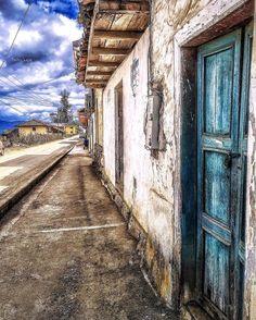 Serie #oldhouse #Azuay #Ecuador #AllYouNeedIsEcuador #iPhoneonly #street