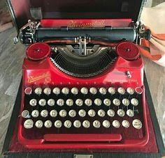 Modern Typewriter, Olivetti Typewriter, Working Typewriter, Antique Typewriter, Portable Typewriter, Kelly Wearstler, Plywood Furniture, Wonderful Machine, 1980s