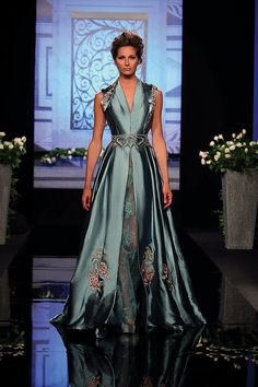 Randa Salamoun – 44 photos - the complete collection Fabulous Dresses, Beautiful Gowns, Elegant Dresses, Pretty Dresses, Beautiful Outfits, Evening Attire, Evening Dresses, Vestido Lady Like, Fantasy Gowns
