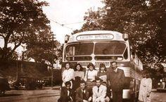 Kadıköy - Bostancı otobüsü önünde çekilen hatıra fotoğrafı Kaynak: İETT arşivi (1957) #istanbul #istanlook #nostalji