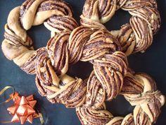 Burlap Wreath, Sweets, Cakes, Food, Gummi Candy, Cake Makers, Candy, Kuchen, Essen