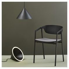Designed by M-S-D-S Studio for Woud, the Annular Pendant Light boasts an innovative contemporary design that features an LED rim as opposed to a bulb. Home Room Design, Shop Interior Design, Oak Veneer Plywood, Nordic Lights, Design Bestseller, Suspension Design, Luminaire Design, Style Retro, Small Dining