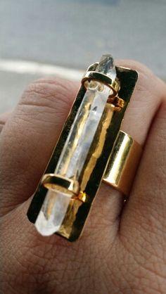 Anillo oro goldfield con cuarzo transparente largo